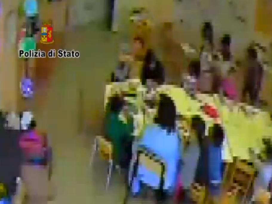 Maestra di Fabriano sospesa per insulti e schiaffi ai bimbi [video]